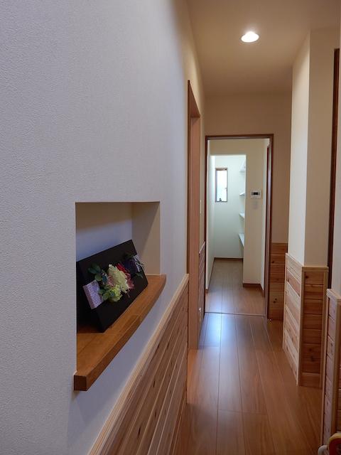 諏訪市K.Y様邸 玄関を入ってお買い物の品はそのままバックヤードへ運び込めます