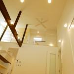 R+house 長野県 富士見町 化粧梁と吹き抜けロフトがある大空間のLDK