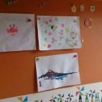 チョークでお絵かき&マグネットで絵も貼れる水性塗料の壁です。