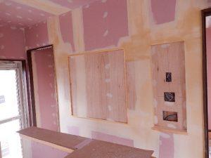 キッチン横の壁に作られた家族の幸せ空間