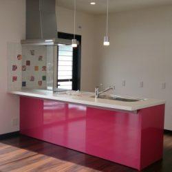 奥様お気に入りのピンク色キッチン