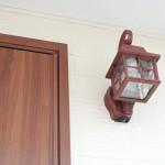 茶色いランプ風玄関照明
