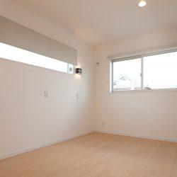 シンプルかつ落ち着く雰囲気の寝室