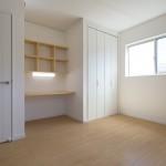 勉強机を買わない、造作で机と棚を作りました
