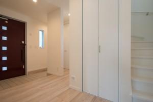 家族用動線とお客様用動線のある広い玄関
