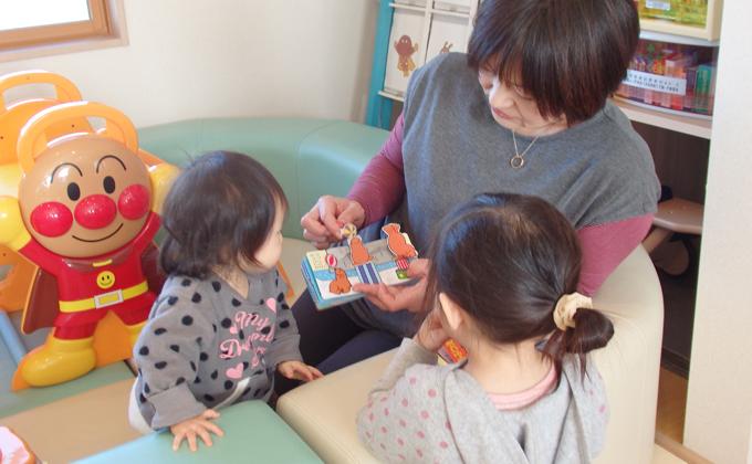 子どもちゃんの成長に役立つ絵本やおもちゃ