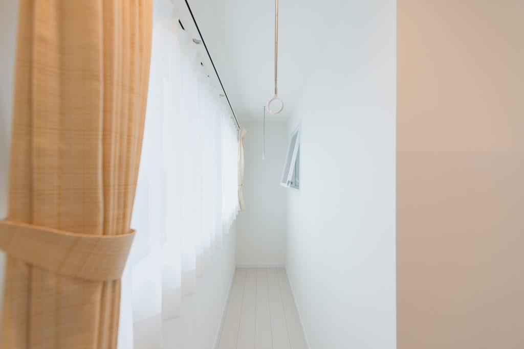 自由設計のコンパクトハウス 茅野市OT様邸 室内物干し