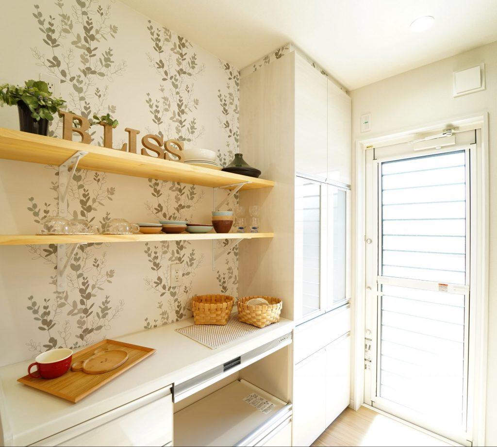 ●キッチン収納は隠す収納と魅せる収納を使い分け