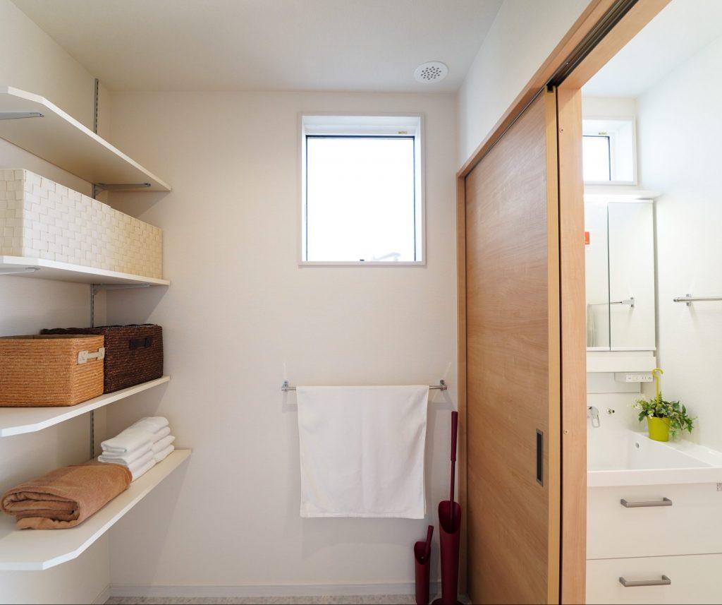 ●洗面台は脱衣室の外に